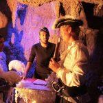 عروسی کنار کشتی دزدان دریایی