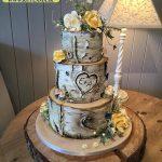 کیک سه طبقه با طرح تنه درخت