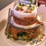 کیک تولد با طرح کلبه دو طبقه