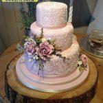 کیک سه طبقه صورتی با طرح گل