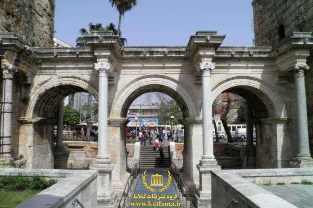دروازه هادریان Hadrian's Gate
